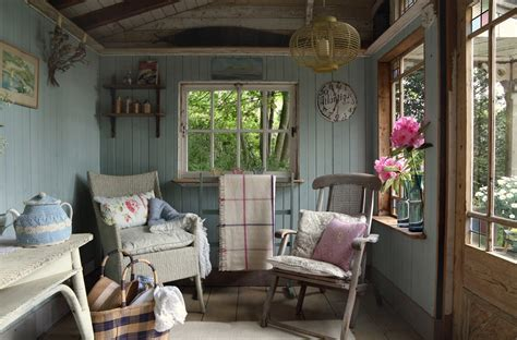 Small Island Cottage With A Traditional Interior | DigsDigs