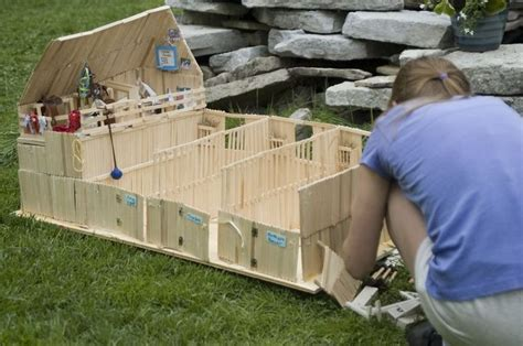 How to make a barn out of wooden Popsicle sticks, for your