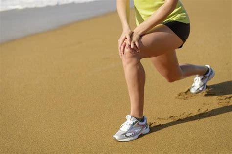 Exercises to Help Loosen a Stiff Knee | LIVESTRONG