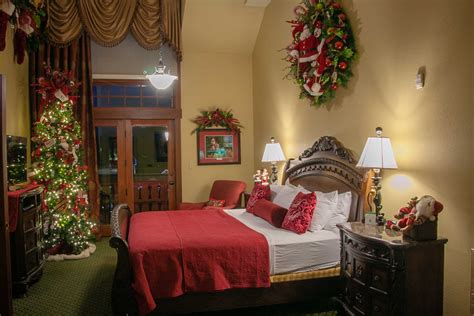 Santa Suite | The Inn at Christmas Place - Pigeon Forge, TN